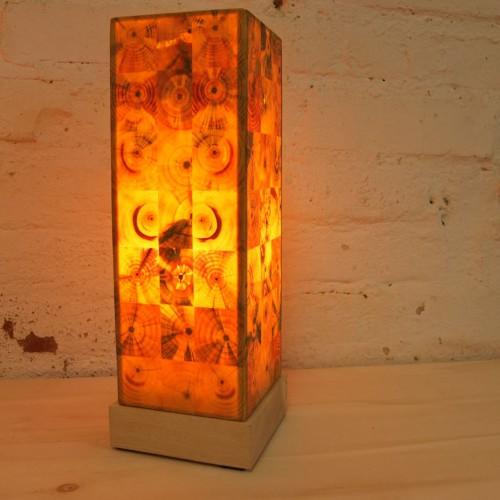 """""""Holz leuchtet"""" –Designerlampen aus Hirnholz"""