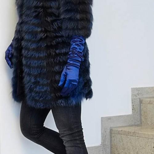 Rotfuchs-Mantel blau gefärbt